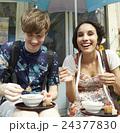 外国人 カップル 旅行の写真 24377830