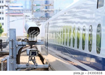 線路上にある監視カメラ 24393838