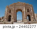 ジェラシュ遺跡 凱旋門 バトリアヌス皇帝 24402277