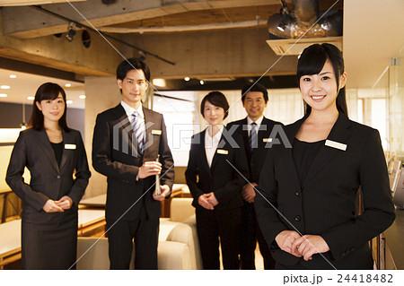 ホテルマン コンシェルジュ 接客 ホテル ビジネス ロビー 接客業 サービス 24418482