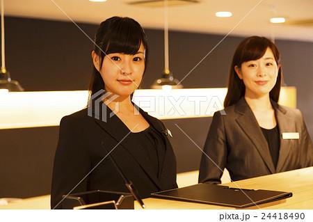 ホテルマン コンシェルジュ 接客 ホテル フロント チェックイン ビジネス 接客業 サービス 24418490