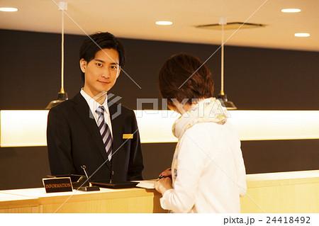 ホテルマン コンシェルジュ 接客 ホテル フロント チェックイン ビジネス 接客業 サービス 24418492