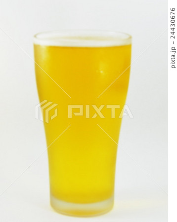 blurry glass of beer when drink for a pintの写真素材 [24430676] - PIXTA
