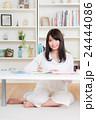 若い女性(勉強)  24444086