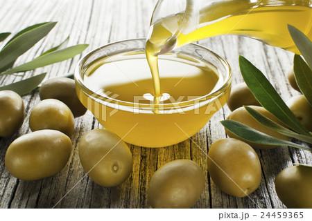 Olive oil 24459365
