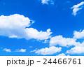 雲 綿雲 積雲 高積雲 青い空 白い雲 真夏の空 背景用素材 クラウド 青空 合成用背景 24466761