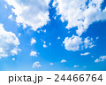 雲 綿雲 積雲 高積雲 青い空 白い雲 真夏の空 背景用素材 クラウド 青空 合成用背景 24466764