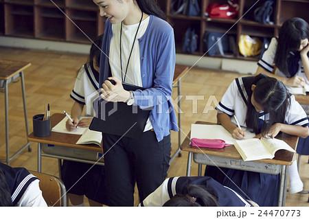 学校 授業風景 中高生イメージ 24470773