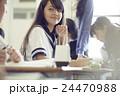 女子中学生 生徒 授業中の写真 24470988
