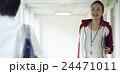 先生 女性 廊下の写真 24471011