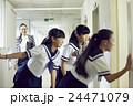 女子中学生 休み時間 24471079