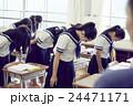 女子中学生 生徒 授業中の写真 24471171