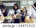 教師 女子中学生 生徒の写真 24471315