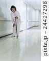 若い介護士 24497298