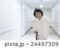 若い介護士 24497309