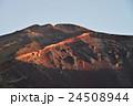 富士山、宝永火口と山頂 24508944