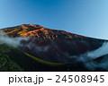 富士山、宝永火口と山頂 24508945
