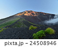 富士山、宝永火口と山頂 24508946