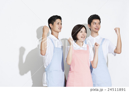 若い介護士 24511891