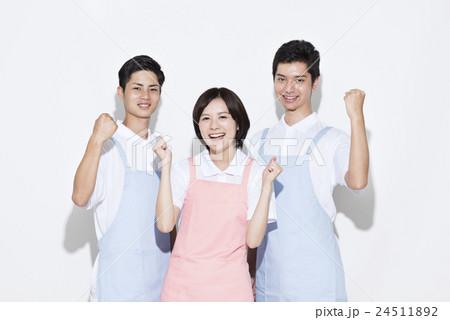 若い介護士 24511892