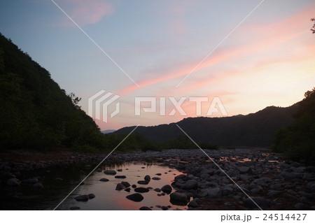 秋元湖の夕暮れ 24514427