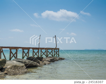 Old wooden Bridge to the blue sea 24516307