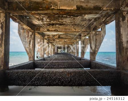 Under the old bridge to harbor 24516312