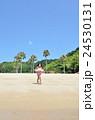 海水浴を楽しむ女の子 24530131