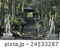 両子寺 石段 仁王像の写真 24533287