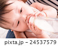 赤ちゃん ミルク 哺乳瓶の写真 24537579