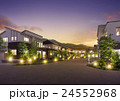 住宅街 街並 ライトアップのイラスト 24552968