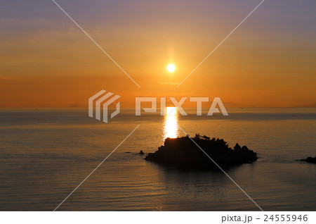 浦島伝説の地、三豊市荘内半島「鴨ノ越」の夕暮れ 24555946