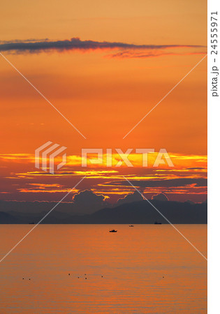瀬戸内の夕暮れ(三豊市荘内半島から見る燧灘) 24555971
