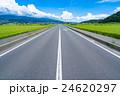 【長野県】田園風景を抜ける一本道 24620297