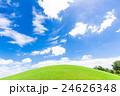 青空と緑の丘 24626348