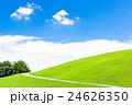 青空と緑の丘 24626350