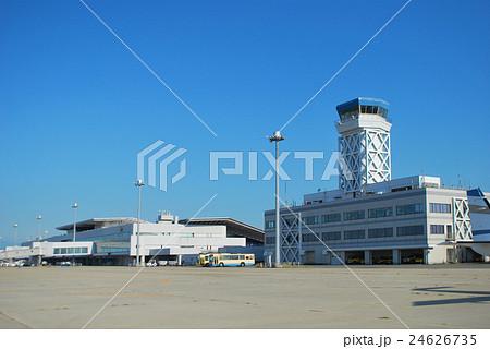 新潟空港ターミナル、エプロン側より 24626735