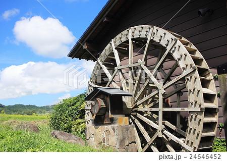 日本の水車小屋のある風景 24646452