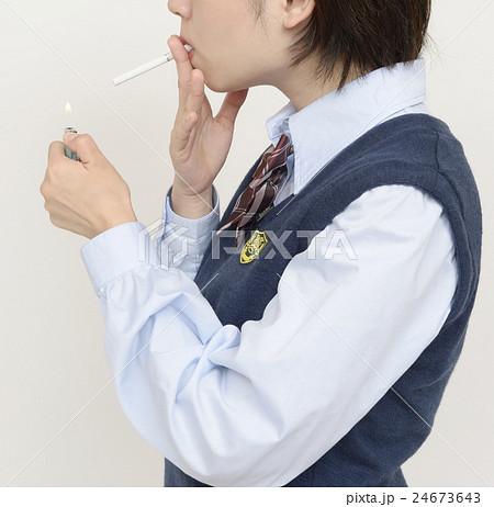 タバコを吸う未成年 24673643