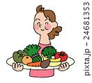 果物と野菜を食べる女性 24681353