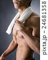 タオルを巻いた男性 24681358