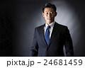 スーツ姿のビジネスマン 24681459