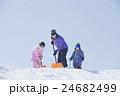 雪かき 親子 女の子 男の子 24682499