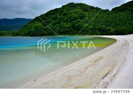 下北半島・恐山・様々な色を見せる極楽浜(4) 24697599