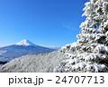 富士山と冬の雪景色 24707713