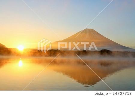 富士山 新年の初日の出 24707718