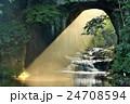 千葉 濃溝の滝 美しい朝の光芒 24708594