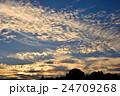 日没間近の秋の空 24709268