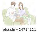 ソファに座る男性と女性 24714121