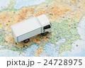物流・引っ越しイメージ トラックと地図 24728975